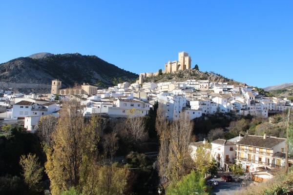 Conjunto histórico de Vélez Blanco con monte Maimón al fondo