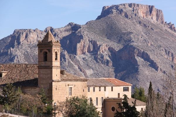 Convento San Luis con Muela al fondo